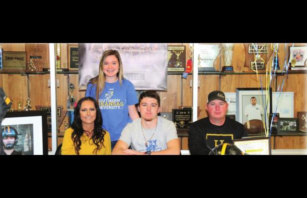 Welch Signs to Play Football at Southern Arkansas University